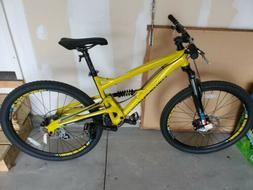 "Diamondback Bicycles Women's Atroz Bike, Yellow, 18""/Medium"
