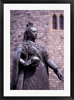 Queen Victoria Statue, Windsor, England by Nik Wheeler / Dan